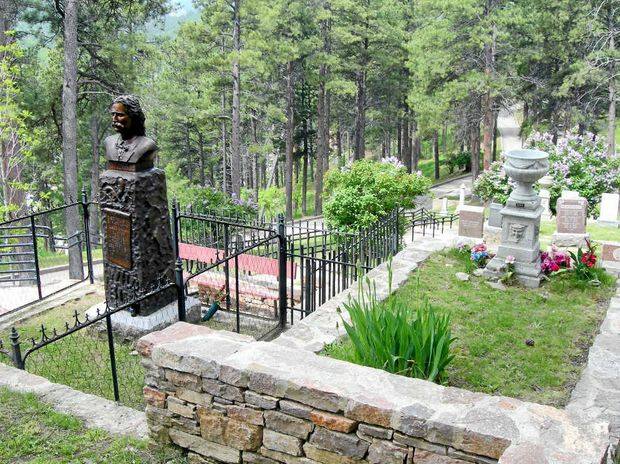 Graves of 'Wild Bill' Hickok (left) and Calamity Jane.