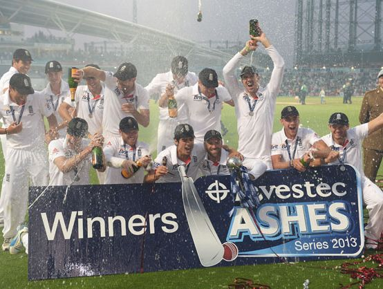 The England team celebrate winning the Ashes during day five of the 5th Investec Ashes Test match between England and Australia at the Kia Oval on August 25, 2013 in London, England.