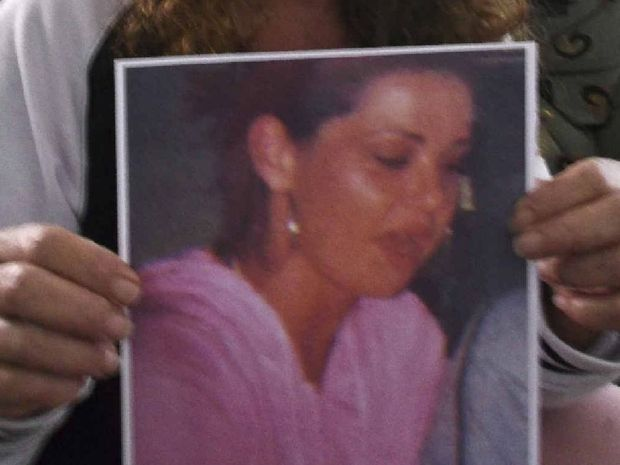 Donna Geoghagan with a photo of her daughter Jasmine Morris.