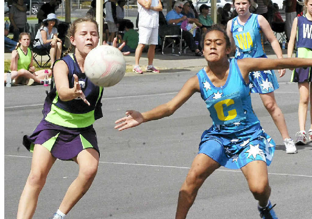 Ashleigh Venn (left) and Jada Williams battle for possession during the latest Lismore Netball Association action.
