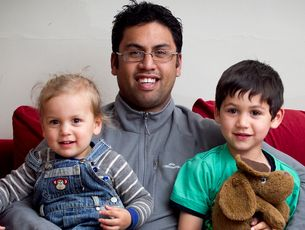 Karl Snowden, who has been through the Triple P parenting course, with his children Maihi, 2, and Kerehoma, 5.