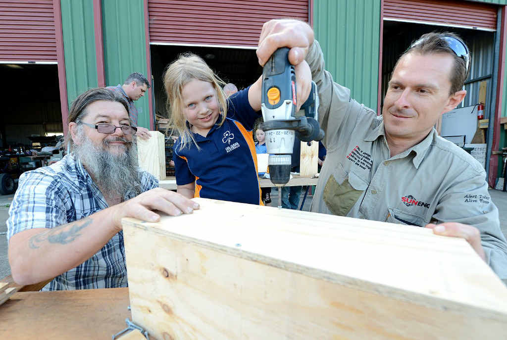 BONDING SESSION: Rob Scully from Somerset Community Men's Shed (l) helping Rob Harm (r) and his daughter Brianna.