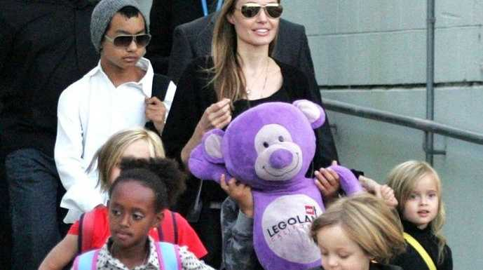 Actress Angelina Jolie arrives at Sydney Airport with her children, Friday, September 6, 2013.