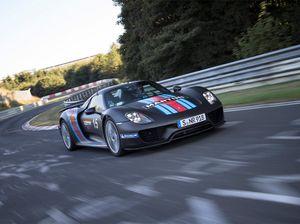 Porsche racing toward lofty sales targets