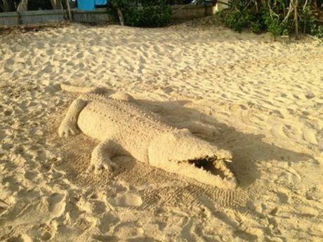 Samara and Josian Chilcott's sand sculpture crocodile.