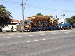 Truck brings down traffic lights on Nebo Rd