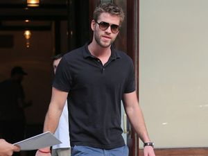 Liam Hemsworth ignoring 'desperate' Miley Cyrus