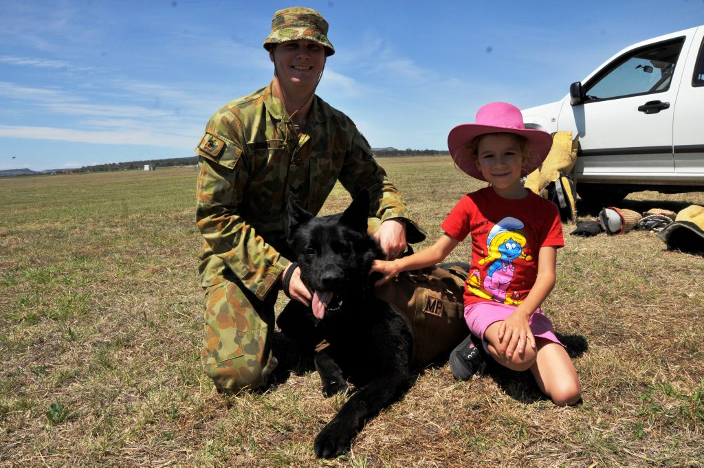 Chris Genn with Keiser, a Royal Australian Air Force Military working dog, and Claire Lisle from Peranga, at the Swartz Barracks Landowners Day.