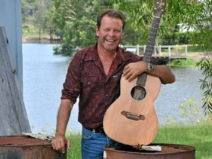 Troy Cassar-Daley brings the crowd