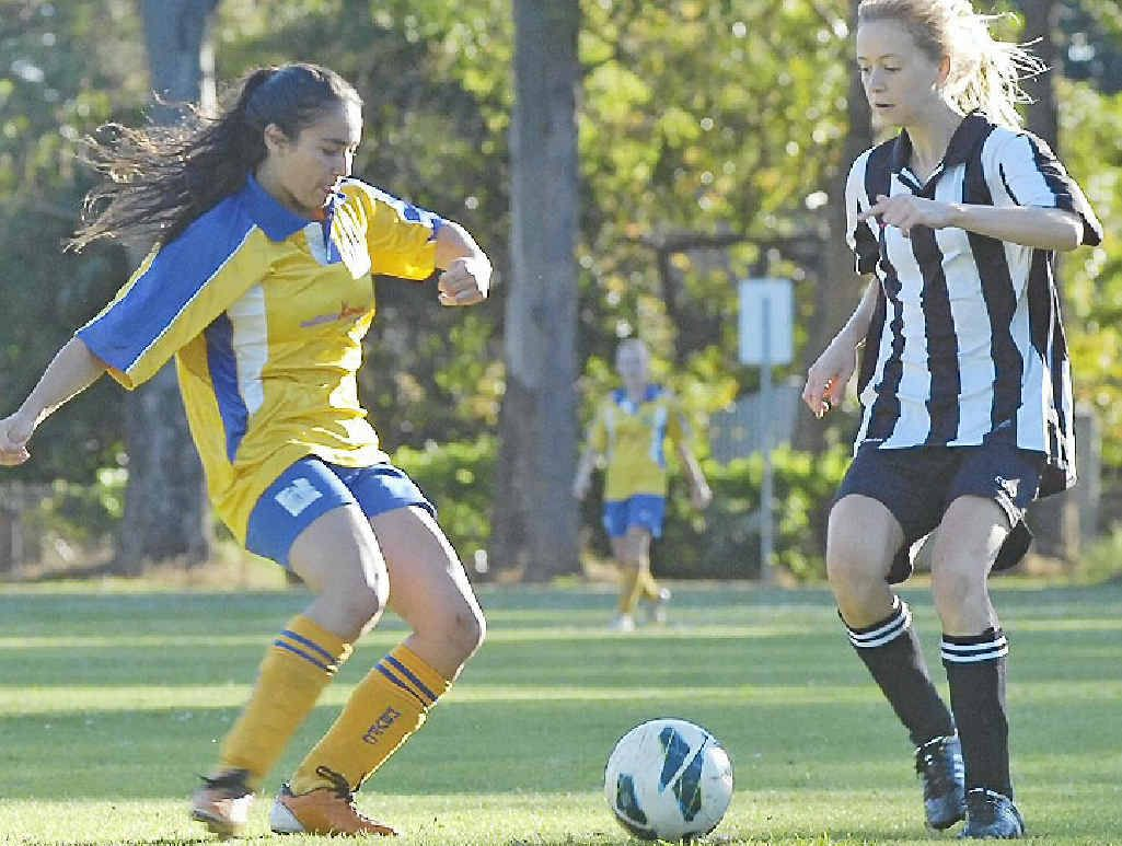 TENSE: Mullumbimby's Savanah Kennedy (left) and Byron Bay's Maddison Green challenge for possession during a grade 16 clash at this year's Oceania Cup.