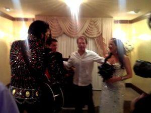 Bon Jovi surprises Aussie bride in Las Vegas
