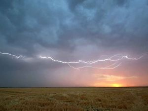 Severe thunderstorm warning issued for Chinchilla region