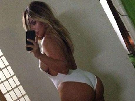 Kim Kardashian shows off her body.