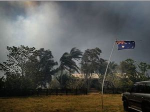 Australian flag in smoke helps reporter save teens, dogs