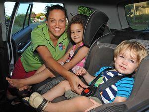 Parents should delay taking kids out of child restraints