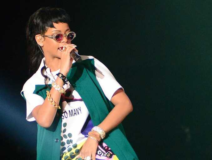 Rihanna was asked to leave the Sheikh Zayed Grand mosque in Abu Dhabi after an