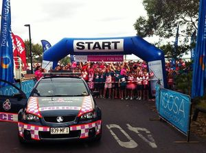 Police look pretty in pink at Noosa Triathlon charity run