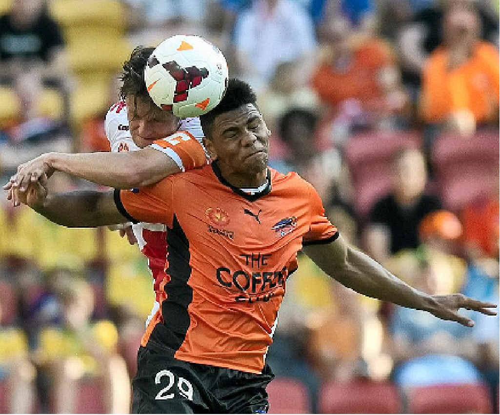 HEADS UP: Brisbane's Kwane Yeboah (right) beats Melbourne rival Robbie Wielaert to the ball in yesterday's clash at Suncorp Stadium.