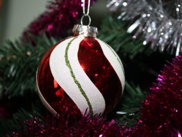 CHRISTMAS BAUBLE: Making your own Christmas tree bauble's is easy to do. Photo: Danielle Lowe / South Burnett Times