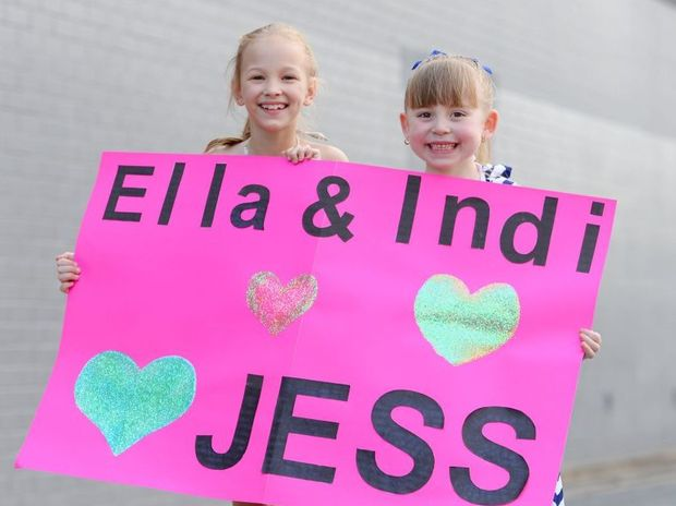 Ella Giles (8) and Indi Dunnett (6) with the sign they will be taking to the Jessica Mauboy concert tomorrow night. Photo: Chris Ison / The Morning Bulletin