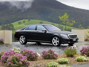 Mercedes-Benz S500 road test review | high-tech carpet ride