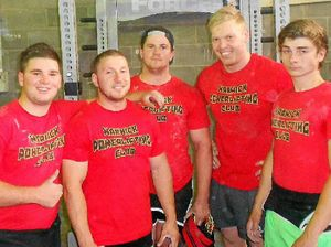 Warwick teenagers join forces for powerlifting club