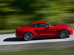 Ford Mustang to have a V8 or four-cylinder
