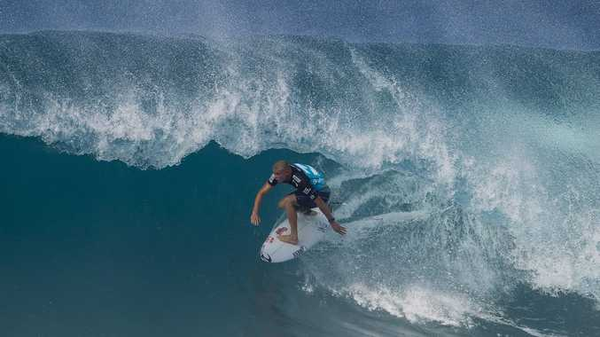Mick Fanning at Backdoor Pipe in round four.