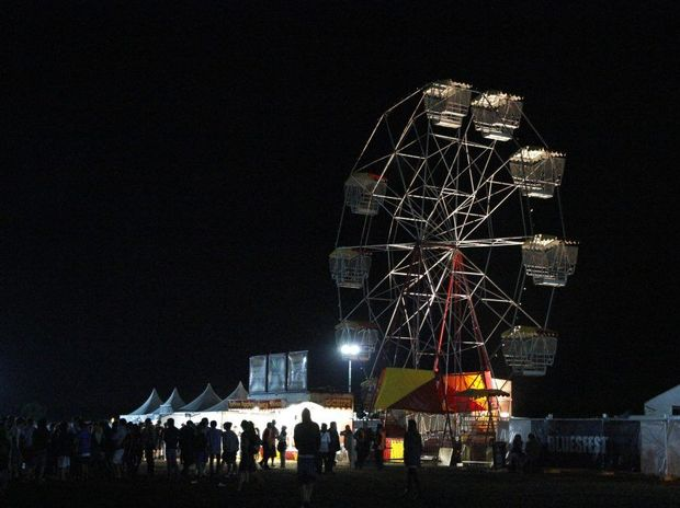Ferris Wheel at the Byron Bluesfest 2010 with missing a carriage after the carriage fell off the ride.