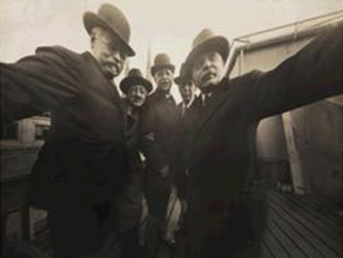 A 'selfie' taken by New York photographers in 1920.