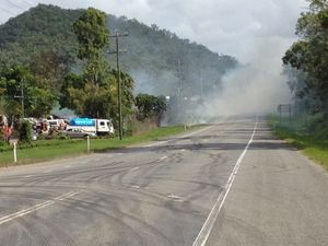 Fire near Sarina closes Bruce Hwy
