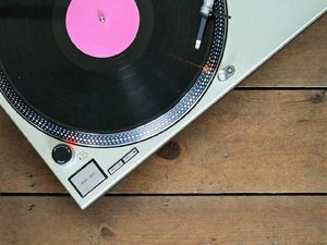 Vinyl records back in style with Rock Star and Bunker