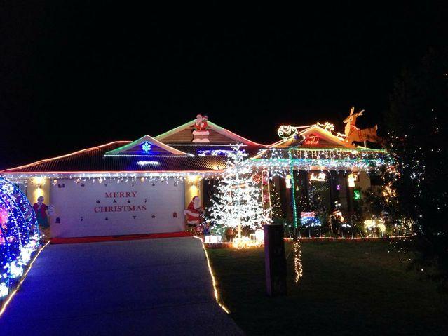 Sunshine Coast Christmas lights 2013 - Sunshine Coast Christmas Lights 2013 Grafton Daily Examiner