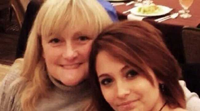 Paris Jackson posted a picture of herself with her mother, Debbie Rowe.