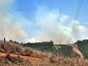 Firefighters nervous as blaze burns in dry conditions