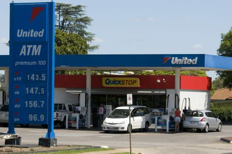 The United service station on West St, Harristown was the scene of an armed robbery in the early hours of Saturday morning, Saturday, December 07, 2013. Photo Kevin Farmer / The Chronicle