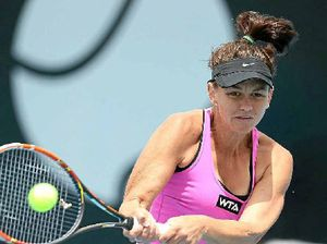 Dellacqua goes through after scare off court