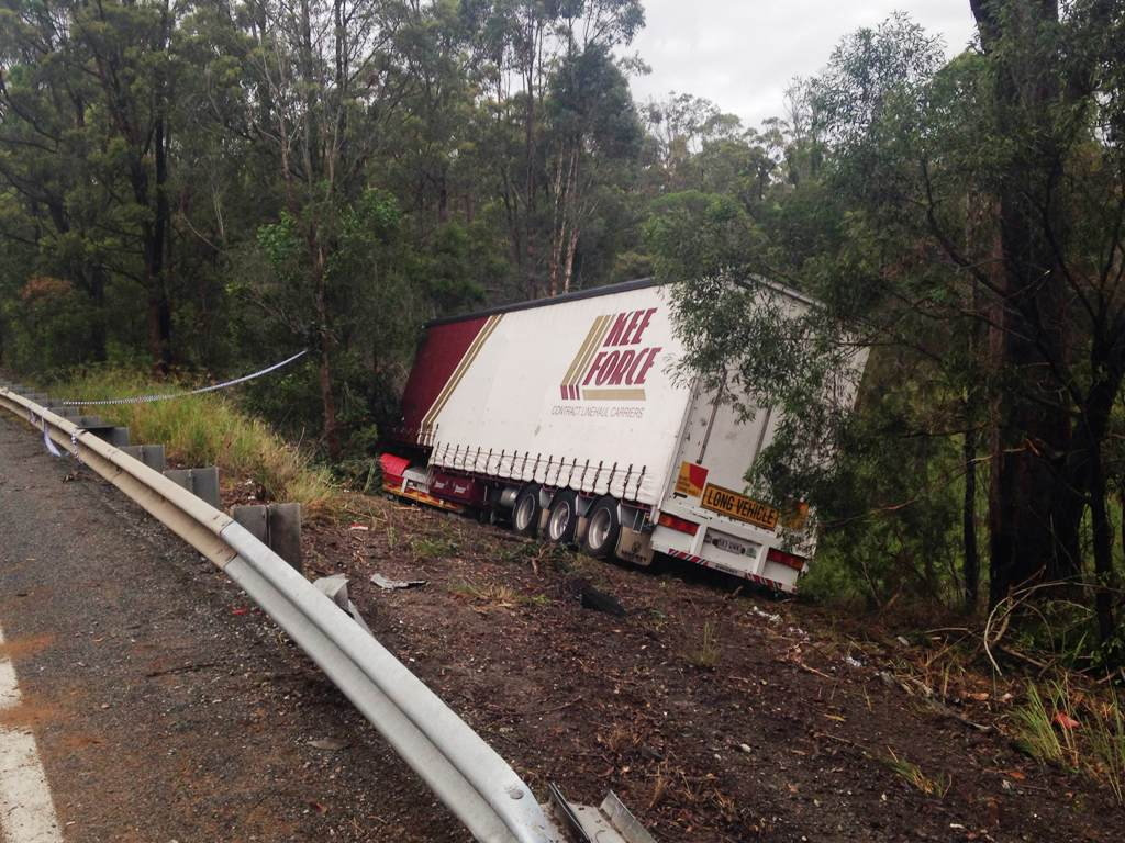 An oil spill caused by a truck accident has slowed Pacific Hwy traffic at Dirty Creek.