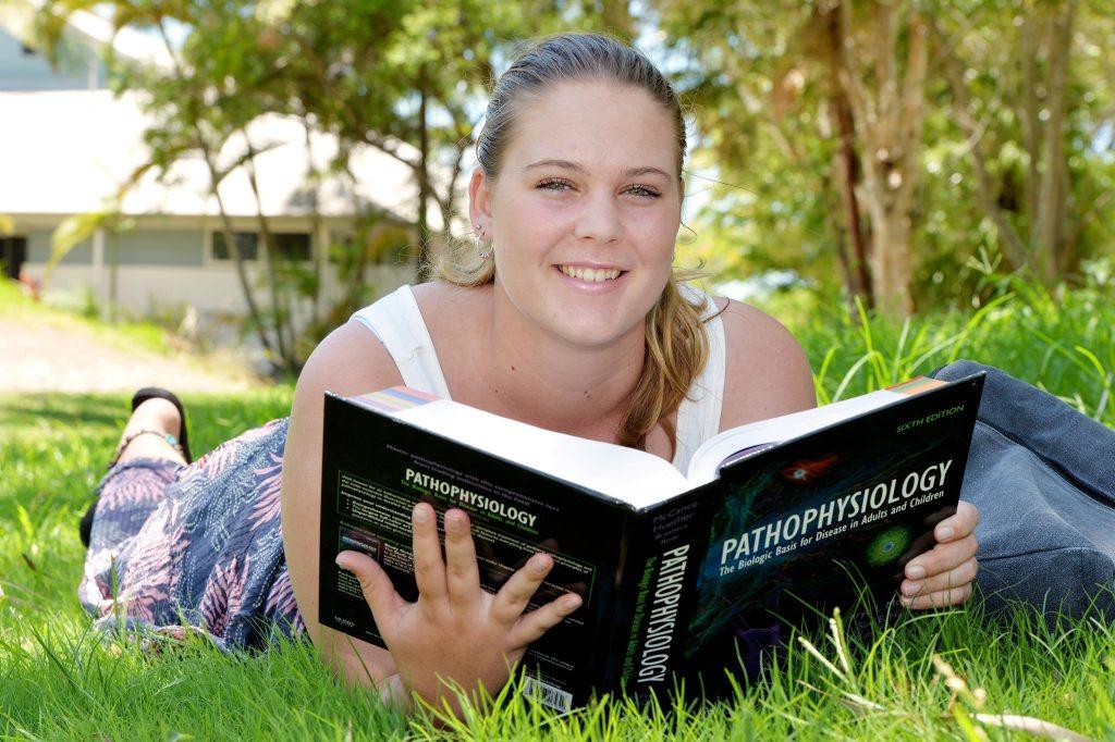 Uni Student Kelsey Moulds Photo Tony Martin / Daily Mercury