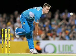 Bowler keeps cool in heat of the moment