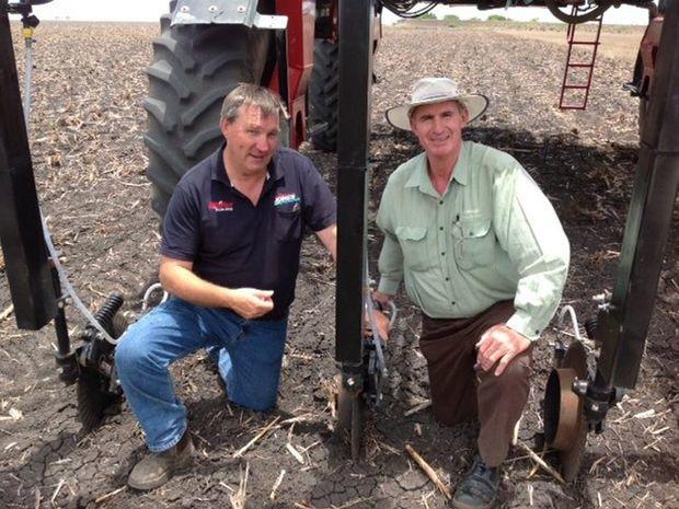Mike Jones talks with Landmark's Paul McIntosh about the machine irrigator he designed.