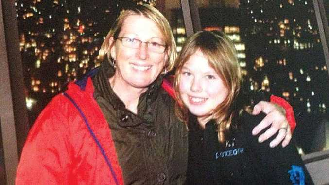 Noelene Bischoff and her daughter Yvana who died after contracting scromboid food poisoning at Bali.