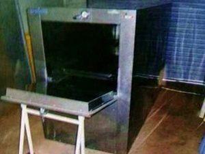 Qld Health Minister apologises over morgue fridge farce
