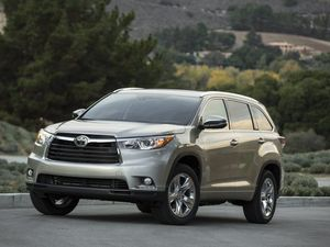 Toyota Kluger SUV to be more fun behind the wheel