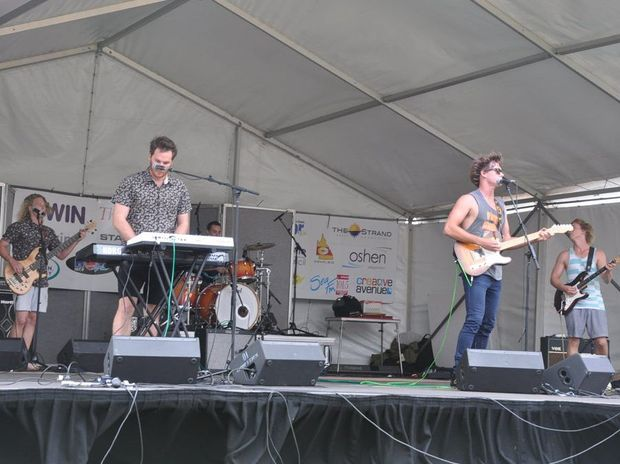 La Mont brought their style of groove to the party. Photo Trish Bowman / Capricorn Coast Mirror