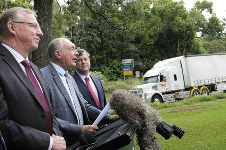 Jeff Seeney, Warren Truss and Tim Nicholls make yesterday's announcement at Cottesloe Park.