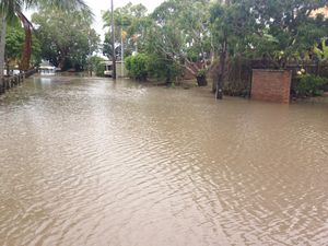 Low lying homes in North Mackay flooded in storm surge
