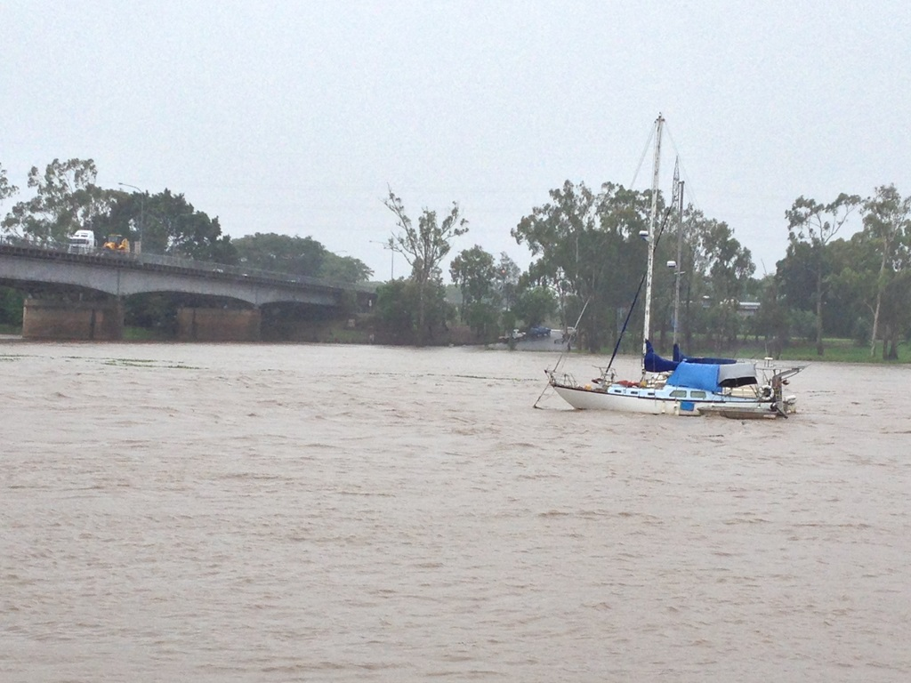 Boat sinks in Fitzroy River this morning