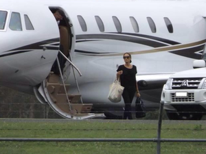 Whitsundays abuzz after Jolie and Pitt spotted at airport