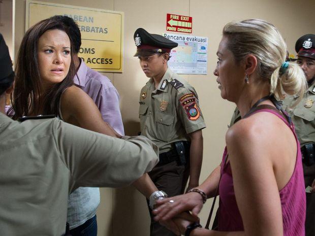 Krew Boylan and Jacinta Stapleton as Schapelle and Mercedes Corby.